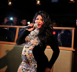Lil Kim gave birth to her daughter and named her Royal Reign. www.naturallymoi.com