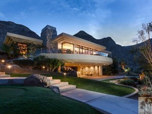 Pres Obama and First Lady Michelle are in escrow for a 4.25 million dollar home in California. www.naturallymoi.com